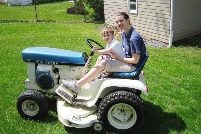 Custom Lawn Tractor Hood : John deere custom color lawn tractors green magazine